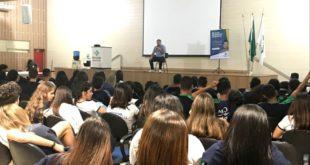 Prof. Reginaldo Veras fala sobre a formação em Geografia durante seminário