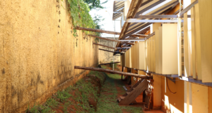 Descaso: muro em escola de Planaltina corre risco de cair