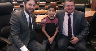 Escritor mirim visita a Câmara Legislativa
