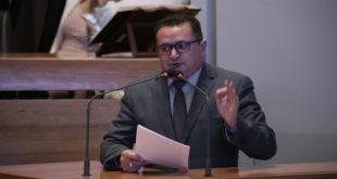 Veras faz duras críticas ao decreto que regulamenta o pagamento de pecúnia ao servidor