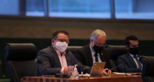 Veras critica a decisão do governo de realizar a volta às aulas na rede pública de ensino do DF sem vacinação